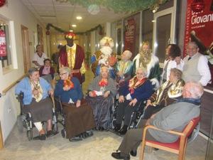 Los Reyes Magos visitan el Centro de Mayores de Fundomar