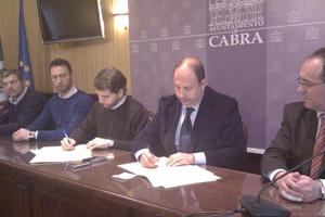 Firmado un convenio de colaboración con el Ayuntamiento de Cabra