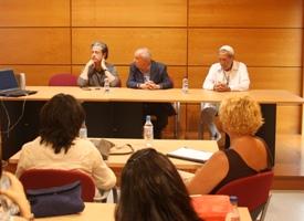 El diseñador Miguel Palacio ofrece su experiencia a los alumnos de la Cátedra Elio Berhanyer en Córdoba