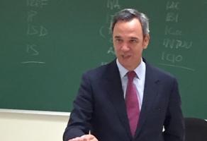 Rafael Benítez inicia el módulo sobre el régimen fiscal en el curso de experto de Sevilla