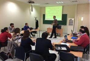 Los alumnos del curso de experto aprenden sobre gestión financiera