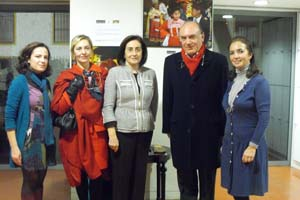 El consul de Perú en Sevilla ha visitado la exposición 'Los hijos del Sol'