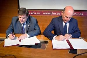 La Fundación Cruzcampo y la Universidad de Huelva crean la 'Cátedra Fundación Cruzcampo'