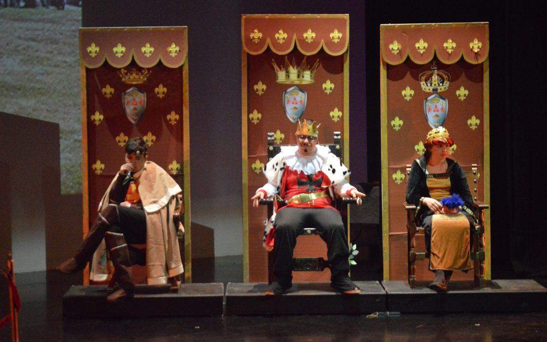 Autismo Sevilla reúne a más de 300 personas con su obra de teatro Más de 300 personas disfrutaron ayer de la obra de teatro La vida en palacio pasa muy despacio