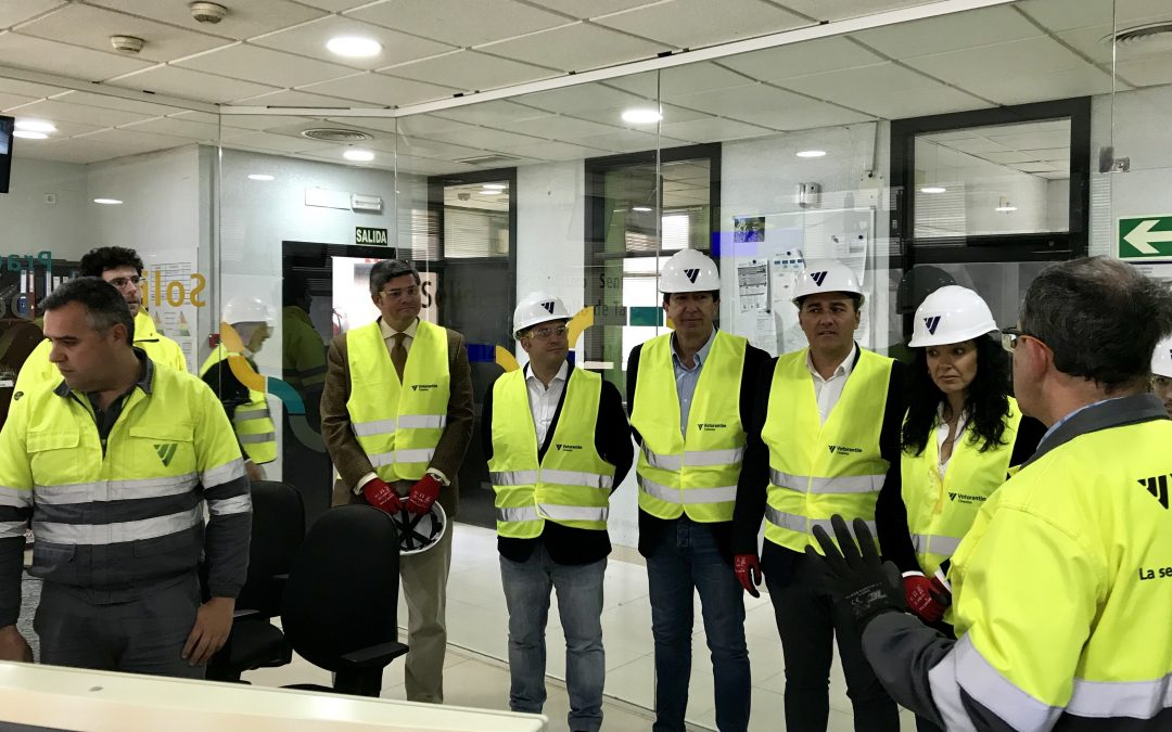 El presidente de Ciudadanos se reúne con el sector cementero andaluz y visita la fábrica de cementos de Niebla