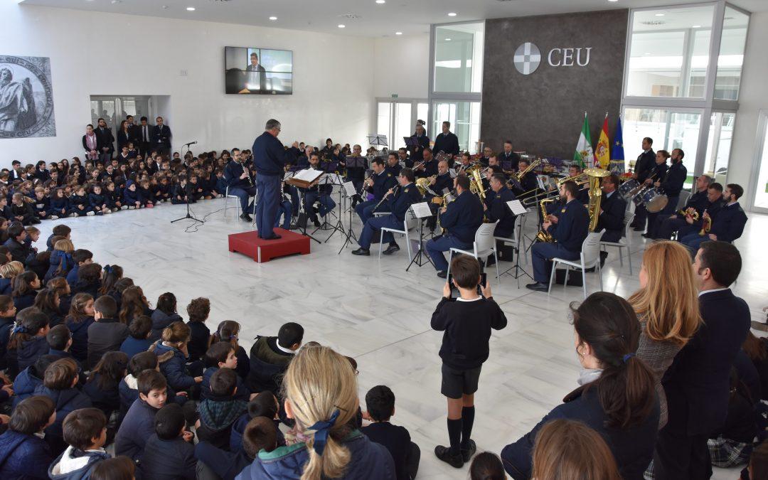 Concierto didáctico de la Banda de Música de Tablada en el Colegio CEU San Pablo Sevilla