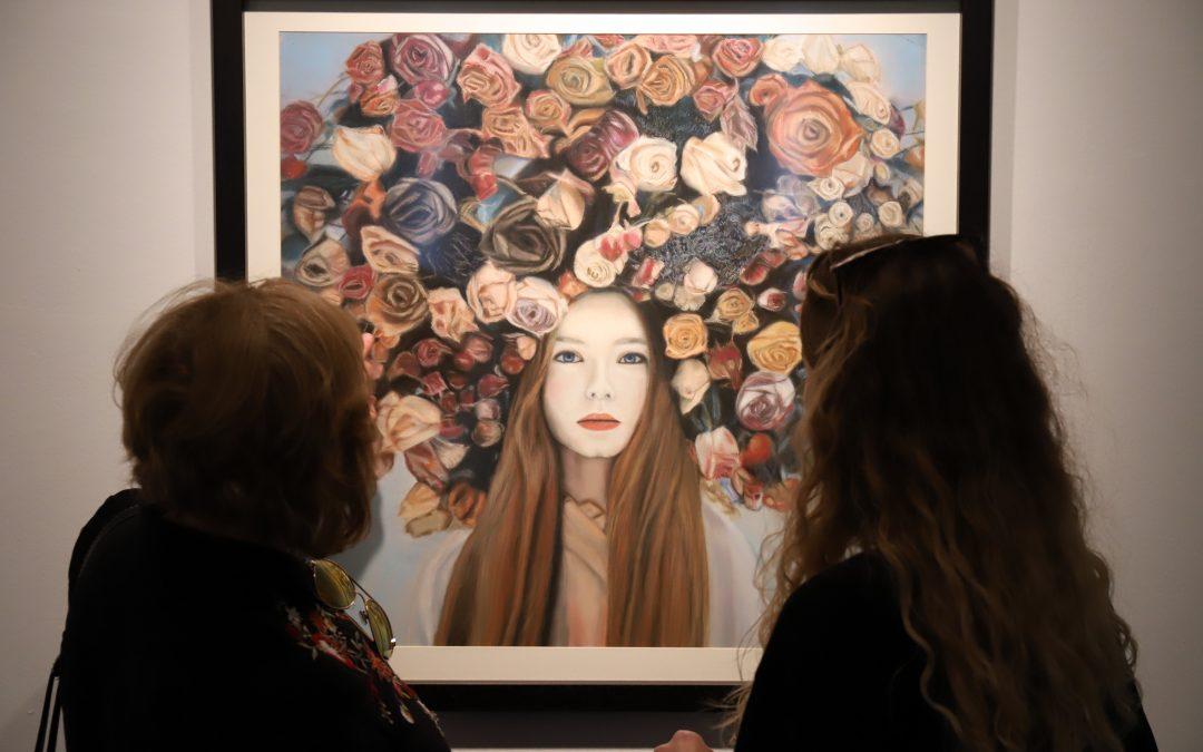La Sala Unicaja de Exposiciones Siglo exhibe la muestra 'La guinda del pastel', de Pepi Arjona