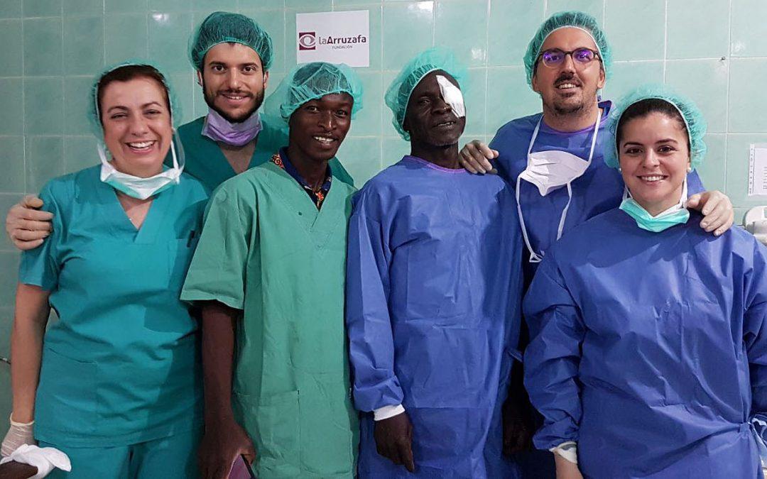 Fundación La Arruzafa atiende a 2.421 pacientes en sus dos últimas misiones oftalmológicas en África