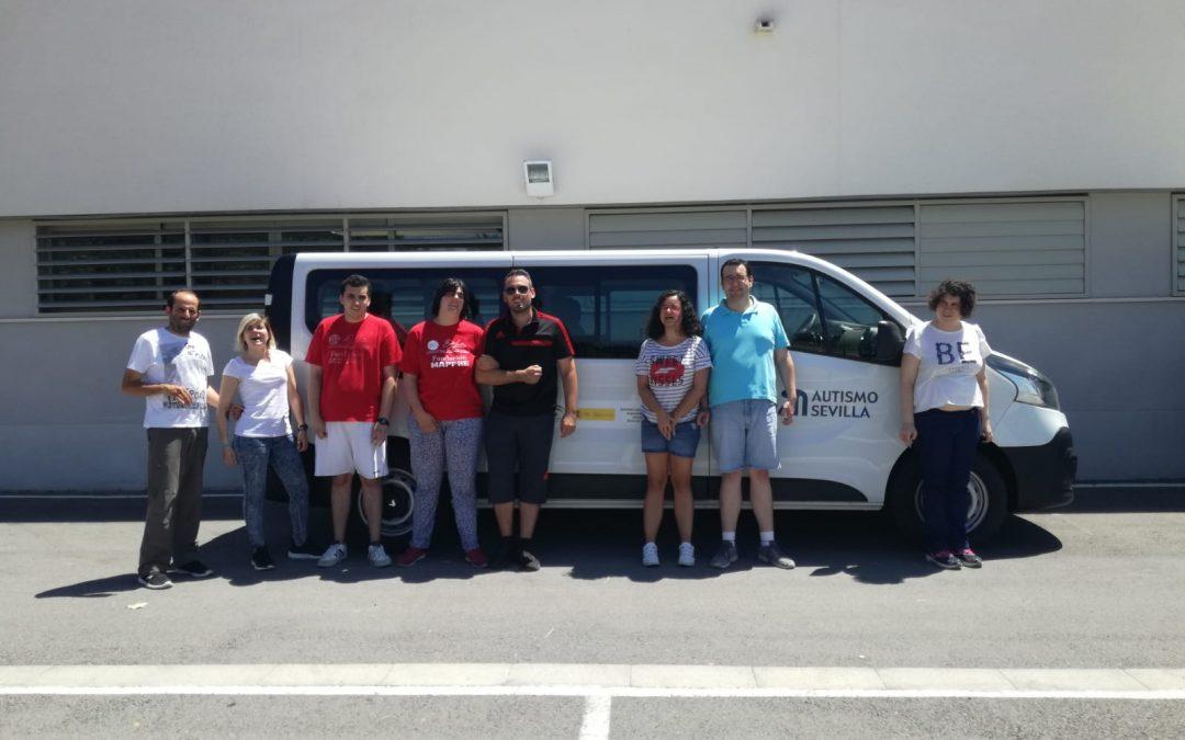 Autismo Sevilla adquiere una nueva furgoneta para seguir facilitando la vida a las personas con TEA