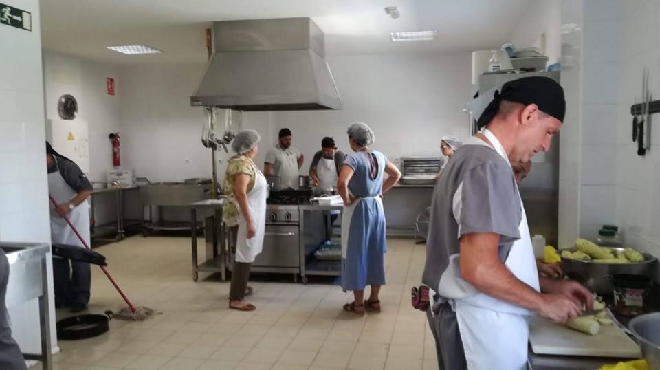 La fundaci n banco de alimentos de sevilla imparte un taller de cocina a los usuarios de - Taller de cocina sevilla ...