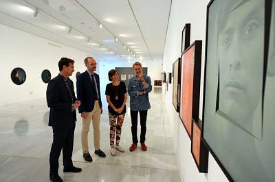El Centro Cultural de CajaGranada Fundación, acoge los rostros y miradas de Luis González Palma en una muestra fotográfica de Fundación Telefónica