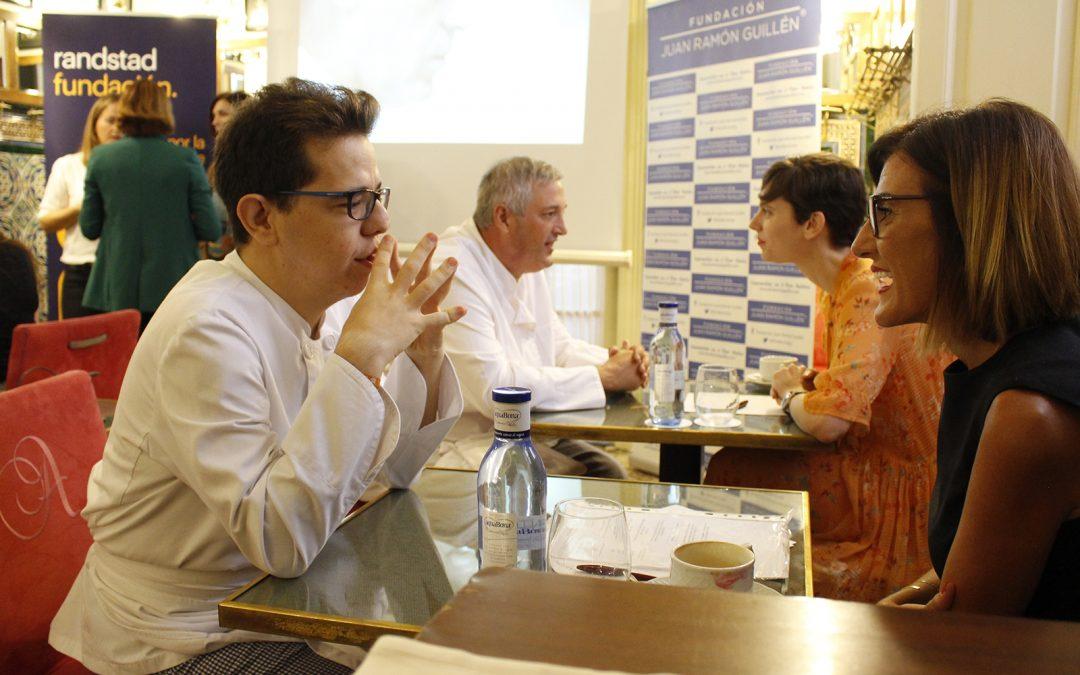 Siete empresas hosteleras de Sevilla entrevistan simultáneamente a 10 usuarios de Solidarios Coosur, programa de Fundación Juan Ramón Guillén y Fundación Randstad