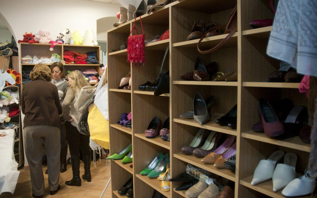 Madre Coraje comienza el año animando a hacer voluntariado en sus tiendas y mercadillos solidarios