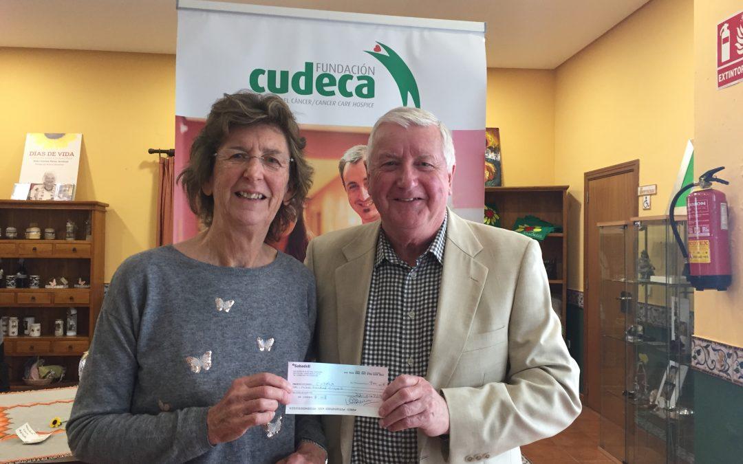 El Club de Bridge de Benavista entrega un cheque donación a la Fundación Cudeca
