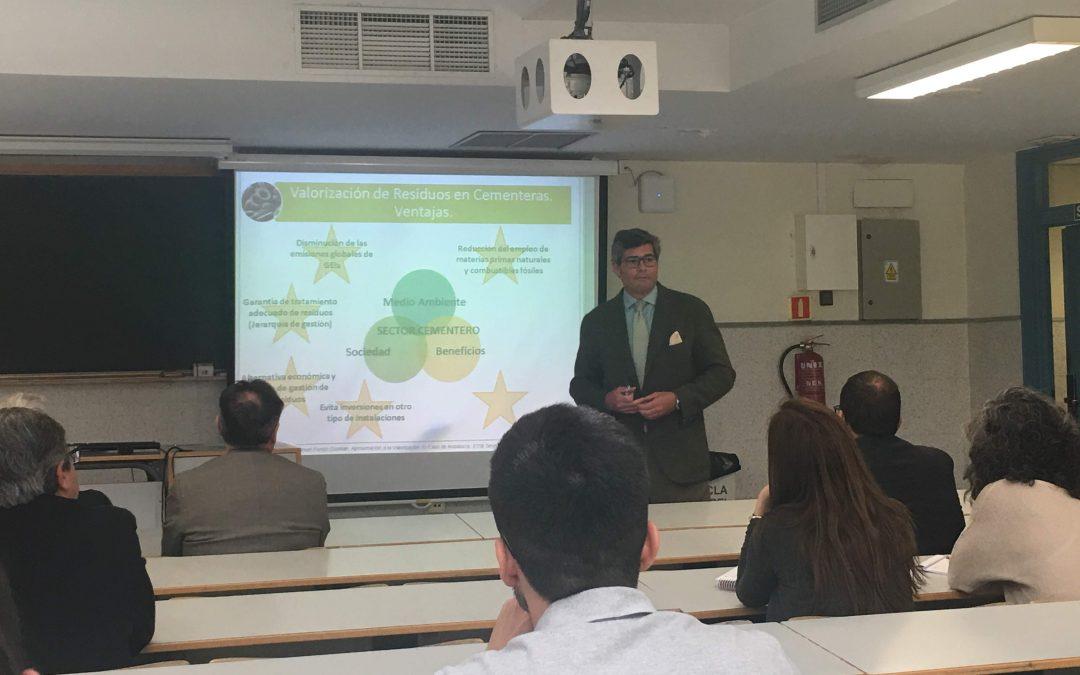 La escuela de ingeniería de la Universidad de Sevilla y Flacema debaten sobre valorización energética en cementeras