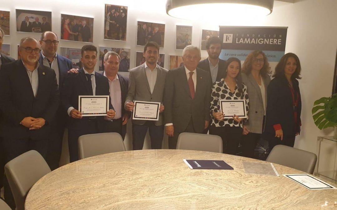 Francisco Herrero León entrega los diplomas a los alumnos del curso organizado por Fundacion Lamaignere