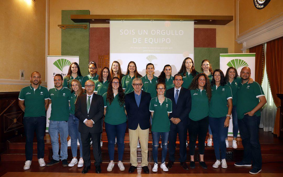 El Presidente de la Fundación Unicaja recibe al equipo femenino de baloncesto para felicitarle por su ascenso