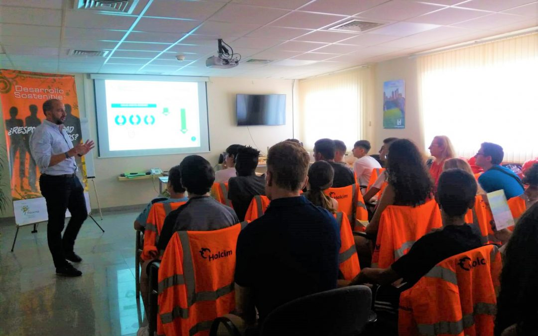 Alumnos del IES Fernando Savater de Jerez participan en una jornada sobre Economía Circular de Flacema