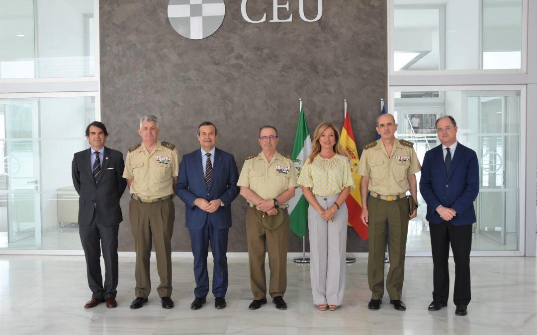 El Teniente General Jefe del Cuartel General de la Fuerza Terrestre, Juan Gómez de Salazar, visita CEU Andalucía