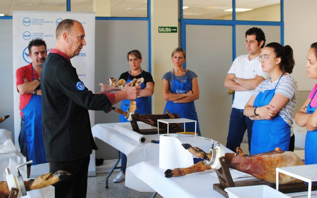 La Fundación Banco de Alimentos de Sevilla estrena una nueva línea de formación: cortadores de jamón