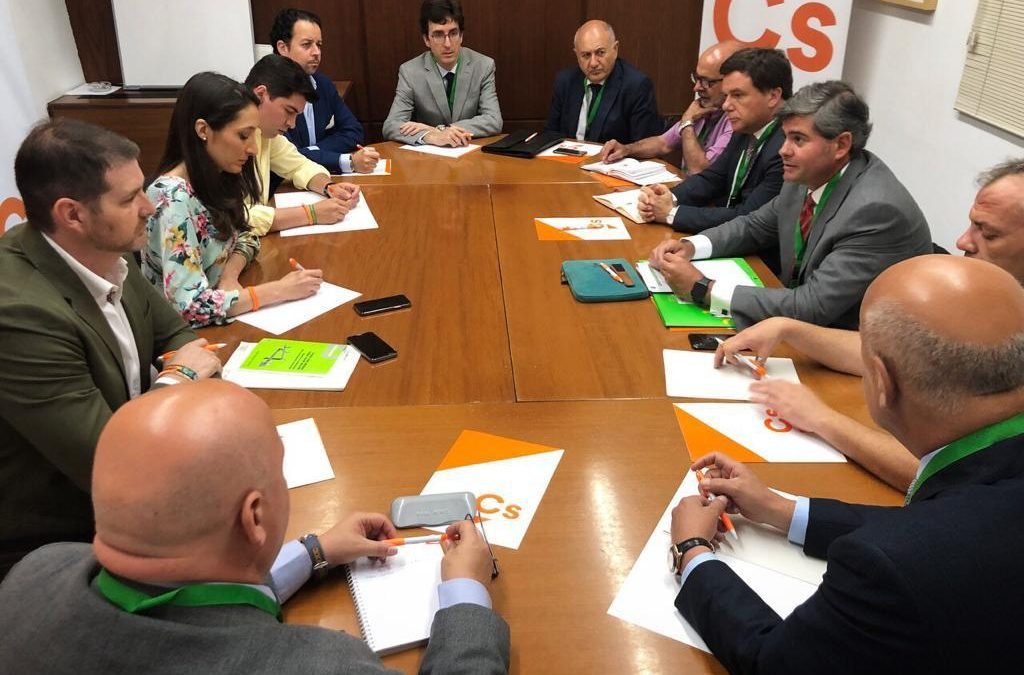 El grupo parlamentario Ciudadanos analiza la situación del sector cementero andaluz con Flacema