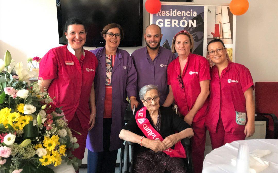 El centro de mayores Gerón celebra el  107 cumpleaños de su residente Inés Franco