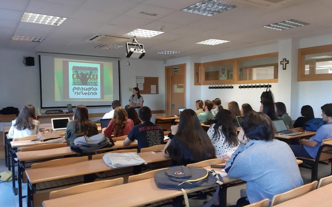 La ONGD Pequeña Nowina acerca la cooperación internacional a los alumnos de Publicidad de la Universidad de Villanueva, en Madrid