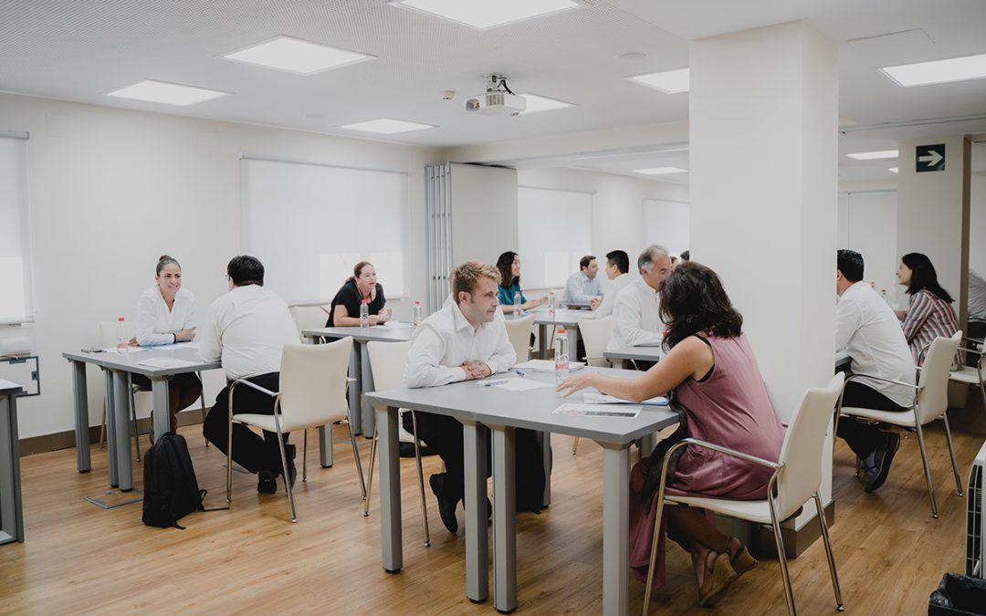 Diez empresas hosteleras sevillanas entrevistan simultáneamente a los beneficiarios de la segunda edición de Andaluces Compartiendo por el Empleo