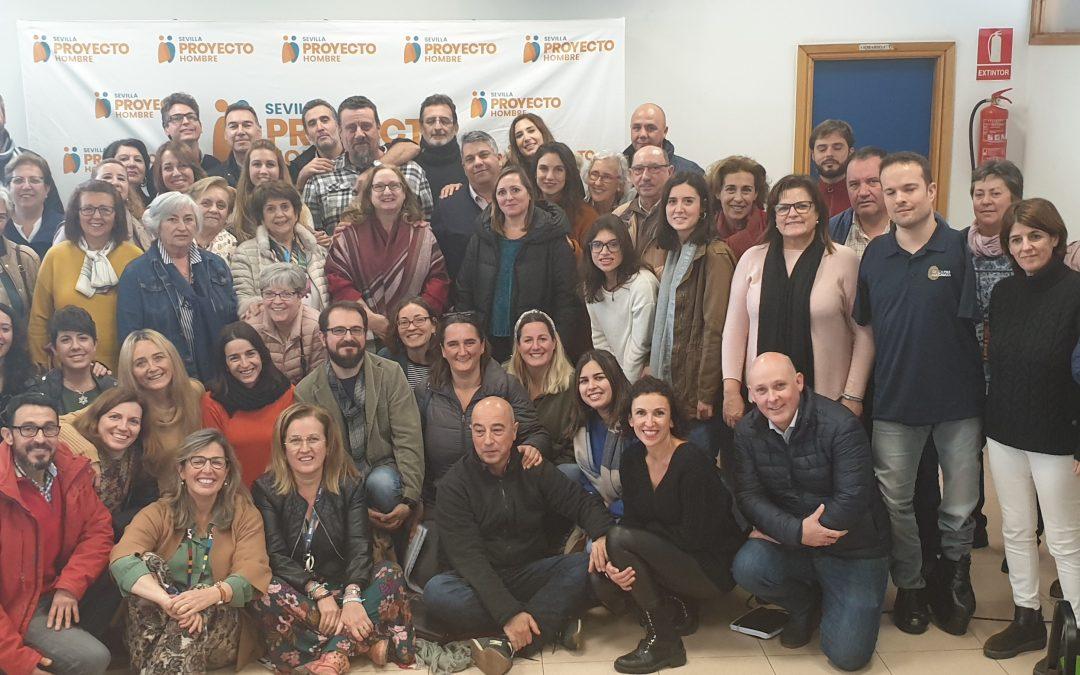 Usuarios, profesionales y voluntarios de Proyecto Hombre participan en una conferencia del atleta paraolímpico Javier Hernández Aguirán