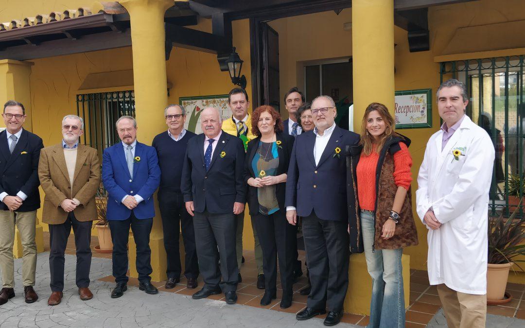 Visita del Consejero de Salud y Familia de la Junta de Andalucía al Centro CUDECA
