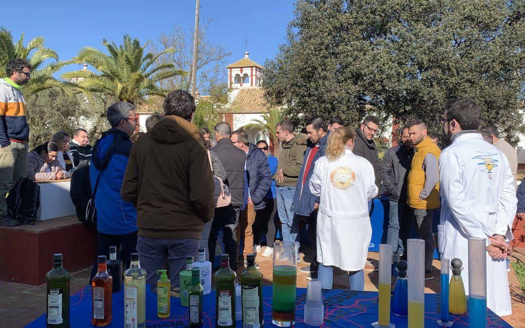 La asociación Paz y Bien inaugura la edición 2020 de las Visitas Solidarias al Olivo en Hacienda Guzmán
