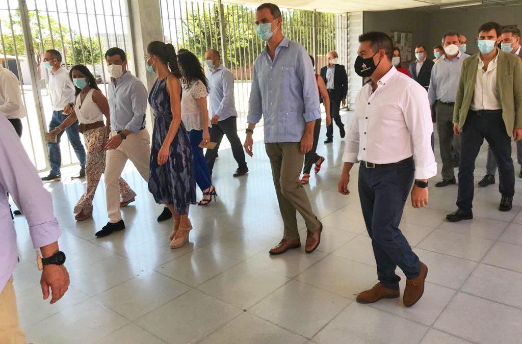 Los Reyes conocen durante su visita a Sevilla la labor de la Fundación Don Bosco en el Polígono Sur
