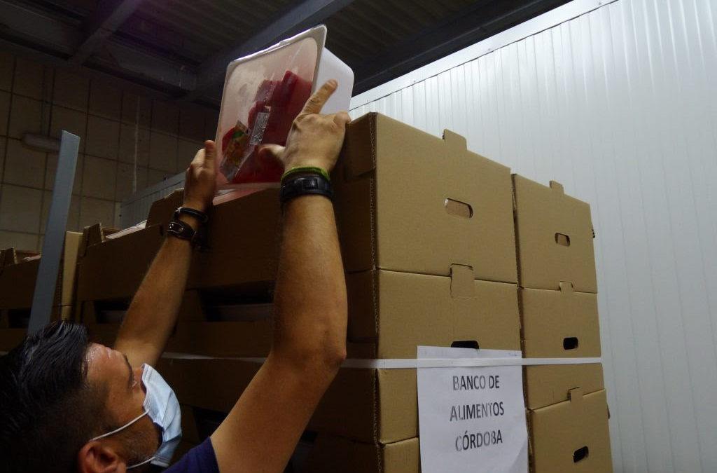 El Banco de Alimentos aprovecha las frutas, hortalizas y leche no consumida en los colegios