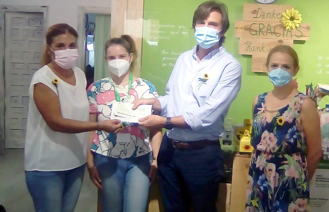 Cudeca recibe de la Hermandad Nuestra Señora del Carmen, de Los Boliches, en Fuengirola, la generosa donación de 680€.