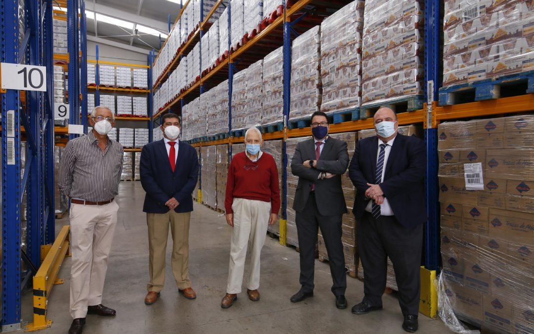 El Colegio de Gestores Administrativos entrega 7.500 kilos de alimentos para ayudar a la labor del Banco de Alimentos Medina Azahara