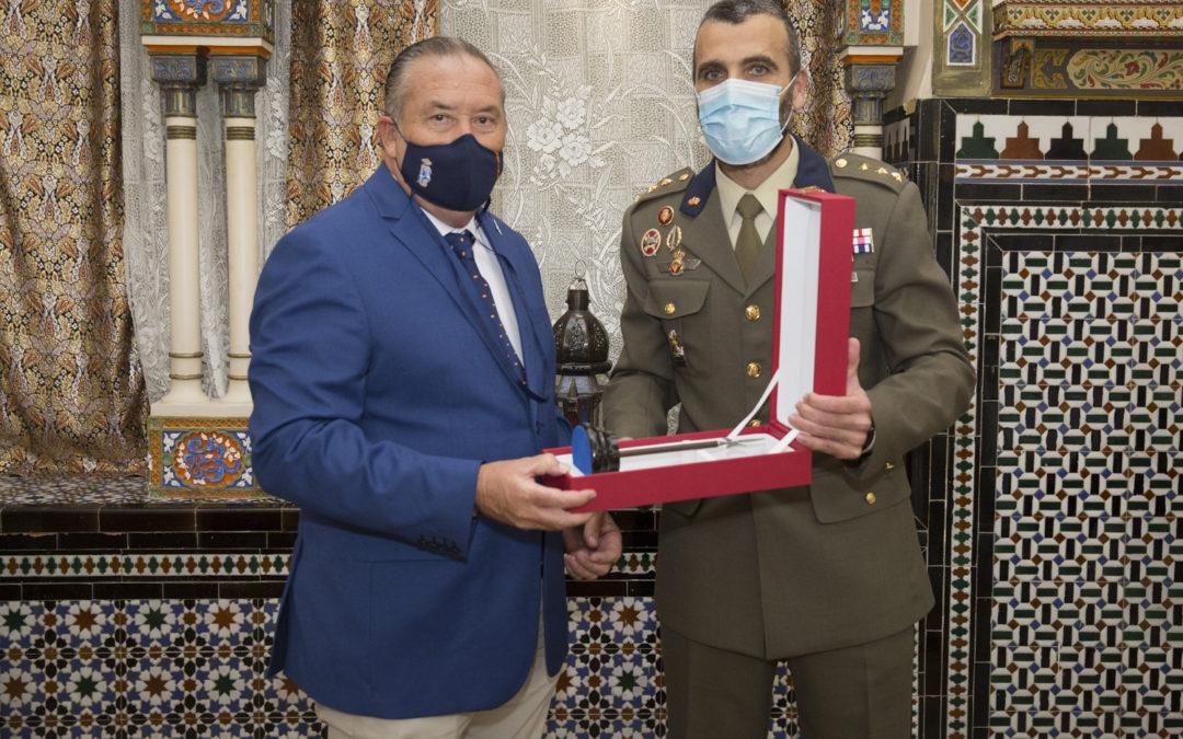 """La Guardia Real concede el título de """"Alabardero de Honor"""" a un jinete profesor de la Real Escuela"""