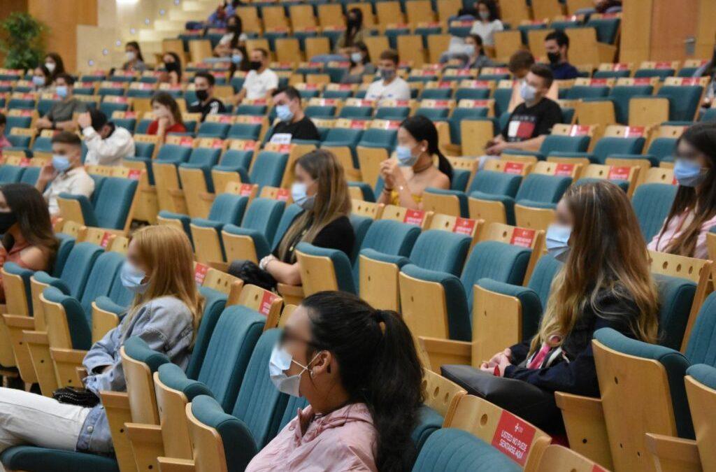 Bienvenida a los más de 400 alumnos de primer curso de los grados universitarios de Cardenal Spínola CEU