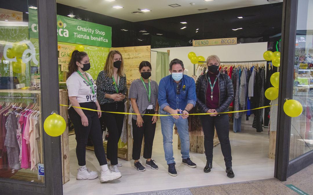 Inauguración de una pop up store para recaudar fondos para la  Fundación CUDECA en el Centro Comercial Vialia