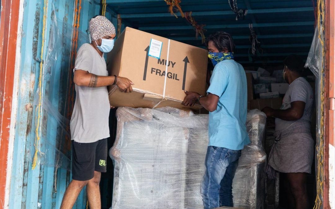 El material sanitario del vuelo humanitario de la Fundación Vicente Ferrer y Open Arms llega al Hospital de Bathalapalli
