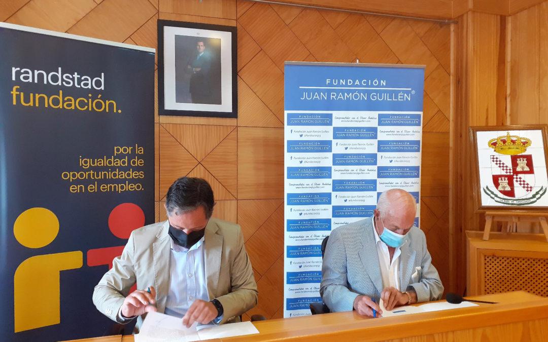 La Fundación Juan Ramón Guillén y el Ayuntamiento de La Roda de Andalucía firman un convenio para promover la profesionalización del empleo en el sector olivarero