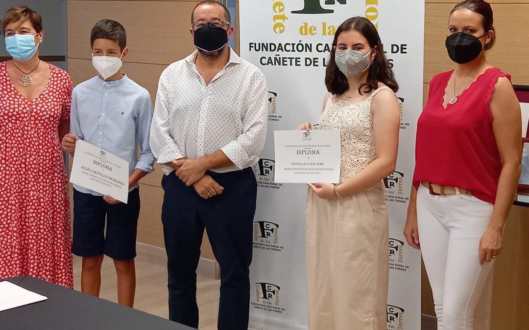 La Fundación Caja Rural de Cañete de las Torres celebra la entrega de premios a los mejores expedientes de Educación Primaria, Secundaria y Formación Profesional en Cañete de las Torres y en Bujalance