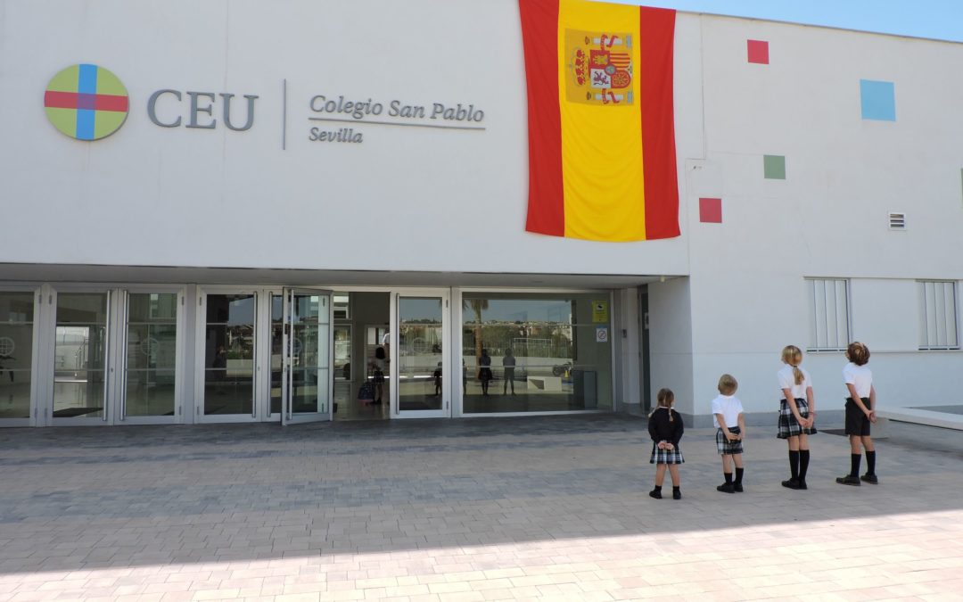 El Colegio CEU San Pablo Sevilla conmemora el Día de la Fiesta Nacional de España